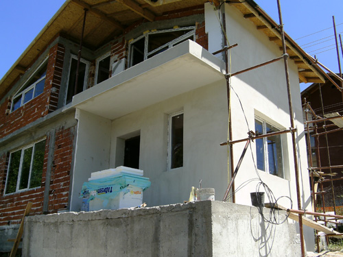 с половин скеле - половин къща :)