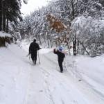 хората отиват да покарат ски, не си губят времето като нас :)