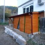 Със самата къщичка се мотахме целия ноември. Имаше достатъчно работа по градината и бараката.