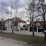 Паркът между 2 улици