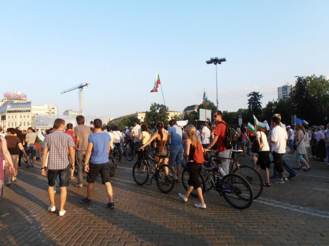 На велосипедистите завидях. Поне прибирането им ще е приятно.