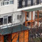 Ъгълът между терасата и покрива на навеса е завършен със самозалепваща се битумна лента с алуминиево покритие.